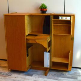 bureau in een kast