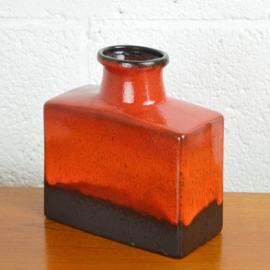 rode rechthoekige vaas