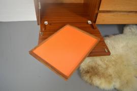 White and Newton dressoir