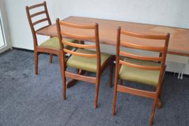 G plan tafel met 6 stoelen