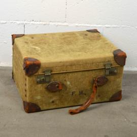 met linnen bekleed koffertje