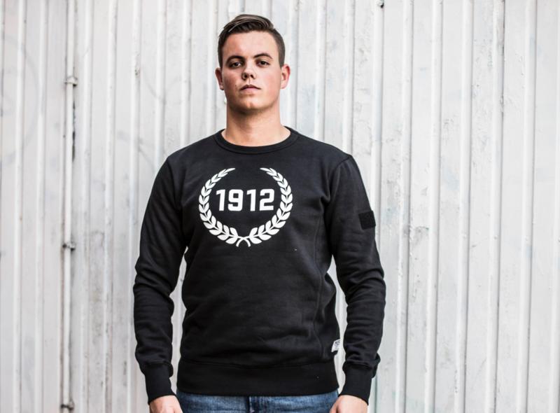 Sweater Zwart met 1912 krans wit
