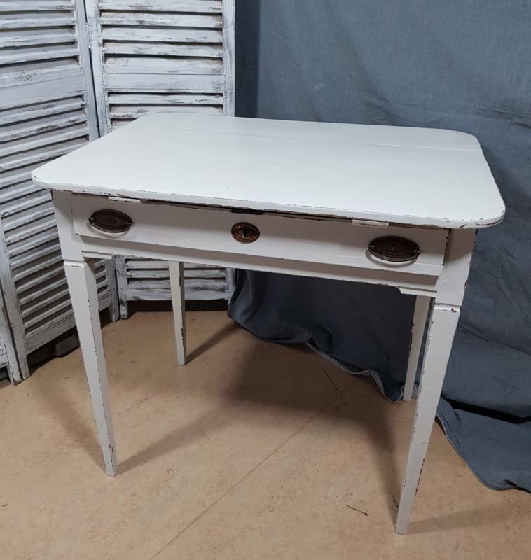 Tisch mit Schublade