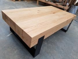 Salontafel 150x75x35cm met massief eiken balken en stalen frame