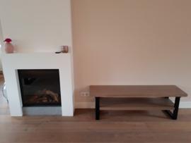 TV meubel met massief eiken bladen en stalen frames