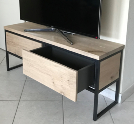 Tv Meubel massief eiken met zwart stalen frame