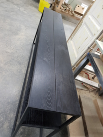 Sidetable slank stalen frame met zwart eiken