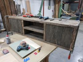 Tv meubel geheel oud geborstelde wagonplanken met open vak