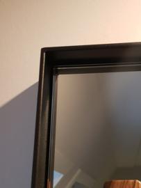 Spiegel met stalen lijst frame