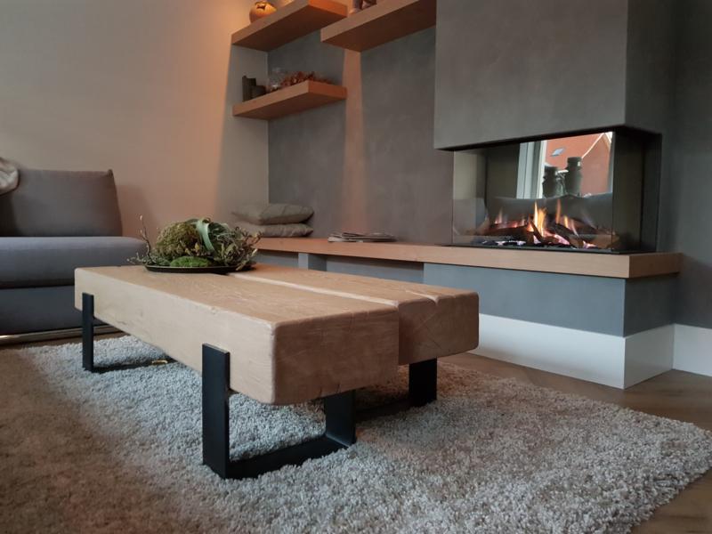 Salontafel 150x65x35 cm met massief eiken balken en stalen frame