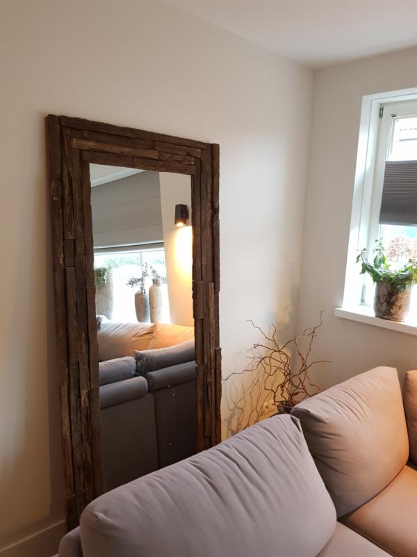 Spiegel met oud eiken houten lijst