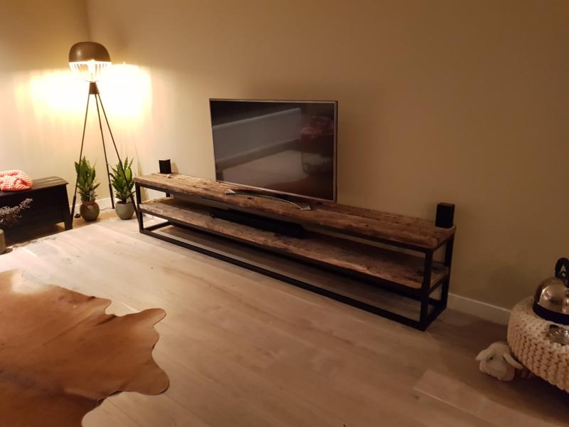 Tv Kast Bed.Tv Kast Meubel Wagonplanken Blad Stalen Frame Onderstel