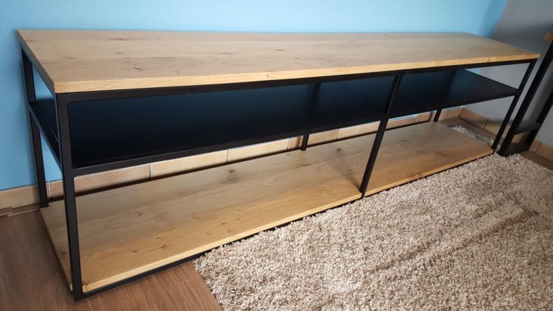 TV meubel met massief eiken bladen en stalen onderstel