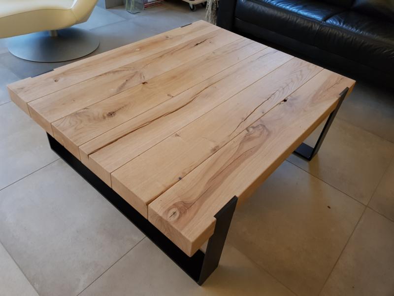 Salontafel 150x75x40 cm met massief eiken balken en stalen frame