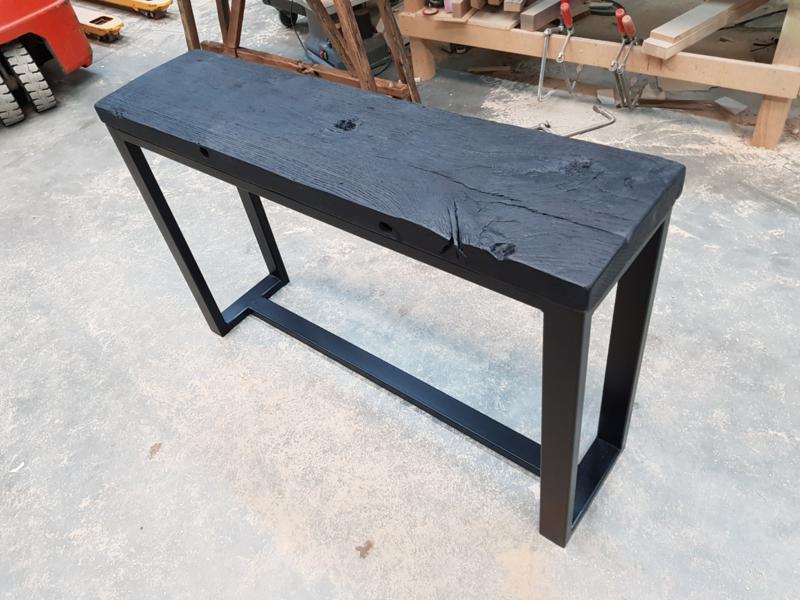 Sidetable stalen frame wagonplanken geheel zwart
