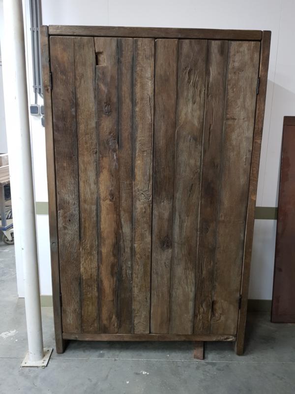 Wandkast oud eiken geheel op maat gemaakt