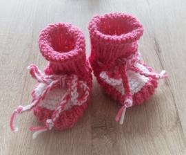 Babyslofjes 05 roze/wit wol/acryl