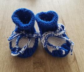 Babyslofjes 02 blauw/wit wol/acryl