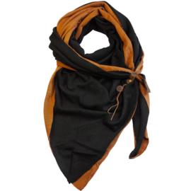 Lot83 driehoek sjaal Fien Twin met stoer leren bandje, Almond/Zwart