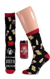 Apollo | BIER | Rood Bierblikje met een leuk paar sokken
