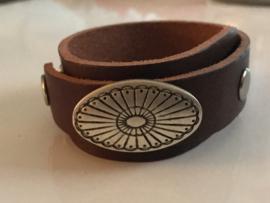 Stud armband overlap bruin