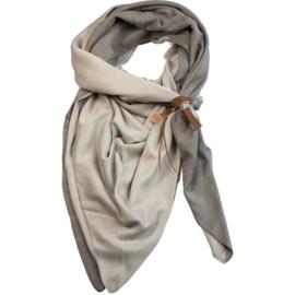 Lot83 driehoek sjaal Fien Twin met stoer leren bandje, Licht grijs/Grijs