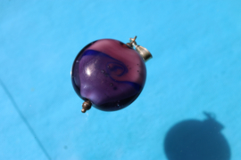 Paarse hanger met swirl