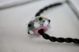 Roze oog kraal