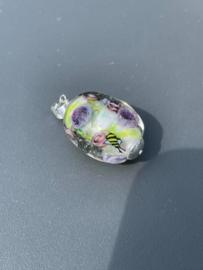Glashanger met paarse bloemen, roosjes en bijtjes