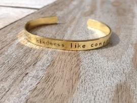 Armband met eigen tekst goud kleurig