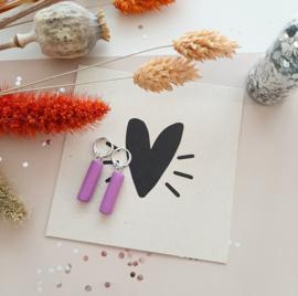 lila tube oorbellen