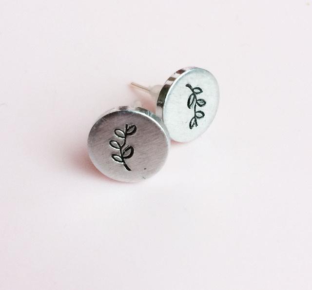 Takje oorbellen- knopjes