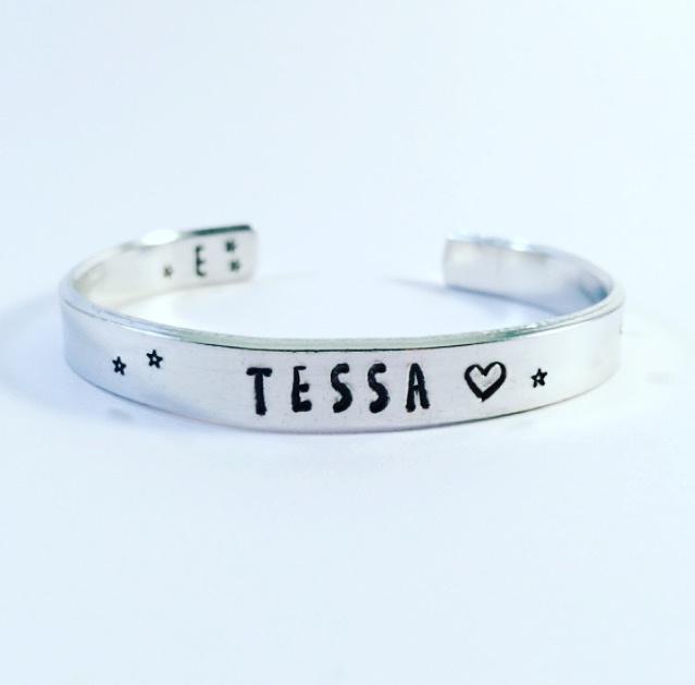 Armband met eigen tekst zilver kleurig