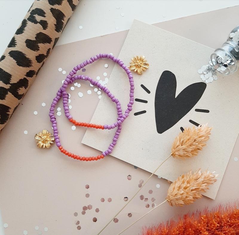Lila flower armbandje