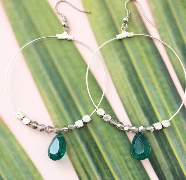 Zilverkleurige creolen- emerald groen