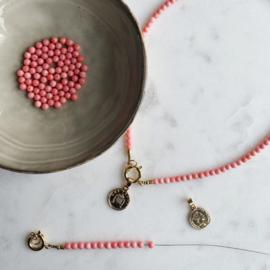 DIY Sieraden maken Ketting munt goud Roze bamboekoraal
