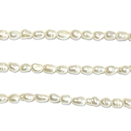 Streng witte zoetwater parels 34 cm