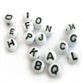 Letter kraal Wit zwart rond glas