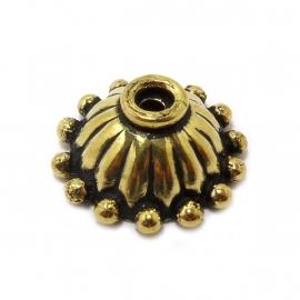 Kapje antiek goud bewerkt