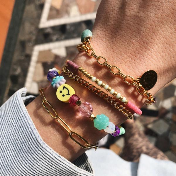 Smiley armband met glaskralen