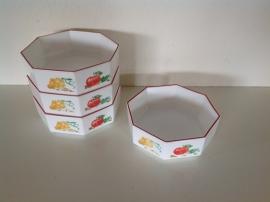 Set van 4 achtkantige bakjes. Arcopal. Dessin Groenten.