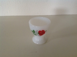 Arcopal. Eierdopjes. Dessin: rode rozen gipskruid.