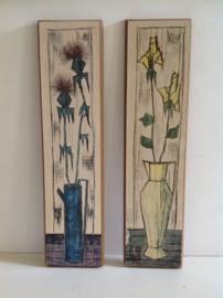 Decoratie. Blauwe vaas met blauwe bloemen.