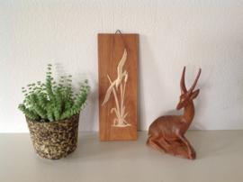 Decoratie vogel in riet op hout.