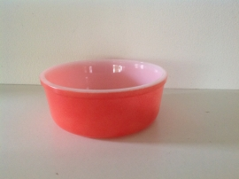 Arcopal. Schaal rond. Pastel rood. 18 cm.