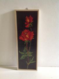 Decoratie. Geborduurde rozen.
