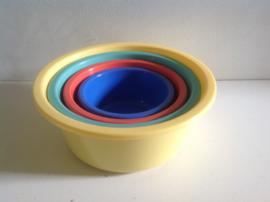 Set van 4 gekleurde teiltjes.