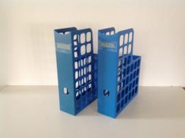 Tijdschriftenbak. Plastic. Blauw.