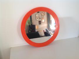 Spiegel. Rond. Oranje.