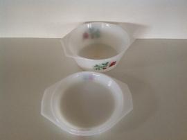 Arcopal. Dekschaal met deksel. 19 cm.